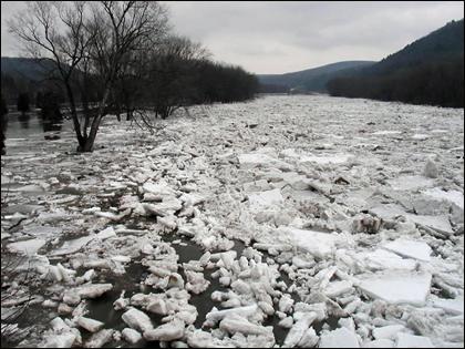 Ice_jam_river_NOAA