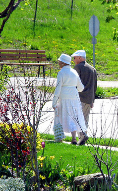 Older Couple Strolling_Andrea_44-Flickr
