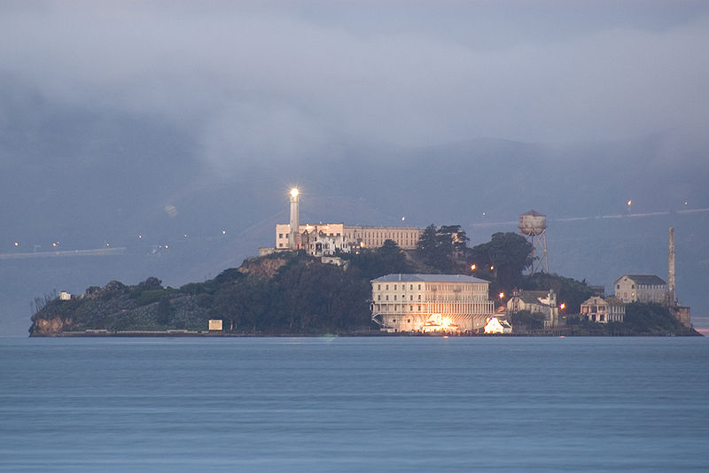 Alcatraz Island at dawn_Wikimedia