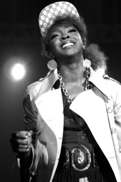 Lauryn Hill performing in Sao Paulo Brazil in 2007 photo by Daigo Oliva via Wikimedia