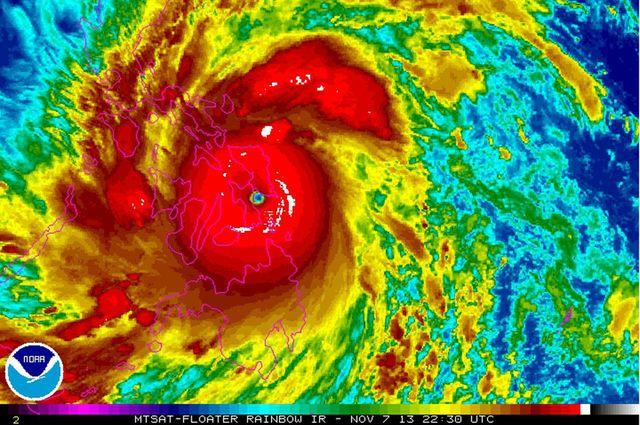 Typhoon Haiyan-Yolanda landfall Philippines 11-7-2013_NOAA