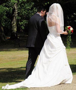 Wedding couple by epsos via Flickr CC