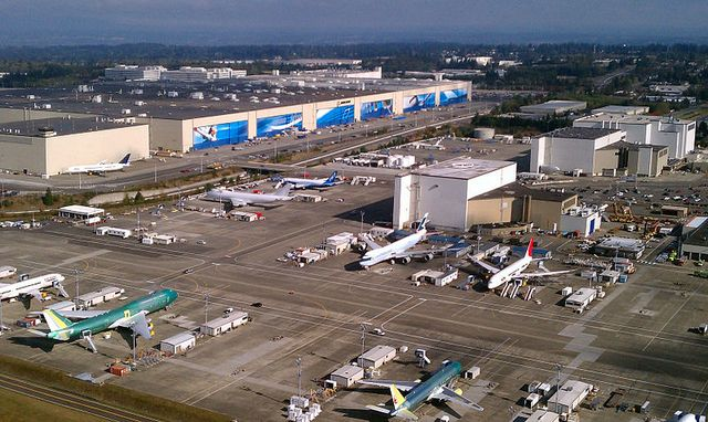 Boeing Everett Washington factory October 2011 by Jeremy Elson via Wikimedia Commons