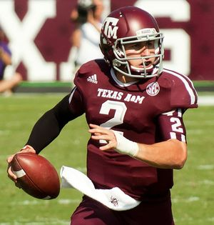 Johnny_Manziel_in_Texas_AM_Kyle_Field_2012_Wikimedia