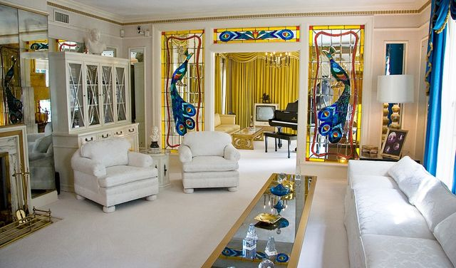 Elvis Presley Graceland living room by Cybjorg via Wikimedia; will taxpayers end up paying for estate expansion?