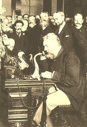 Alexander Graham Bell calling Chicago from New York in 1892_Library of Congress
