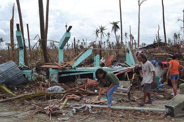 Tacloban_Typhoon_Haiyan_2013-11-13_Eoghan Rice_Trocaire-Caritas_Wikimedia Commons