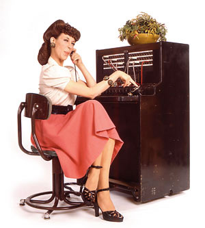 Lily_Tomlin_as_Ernestine_telephone_operator