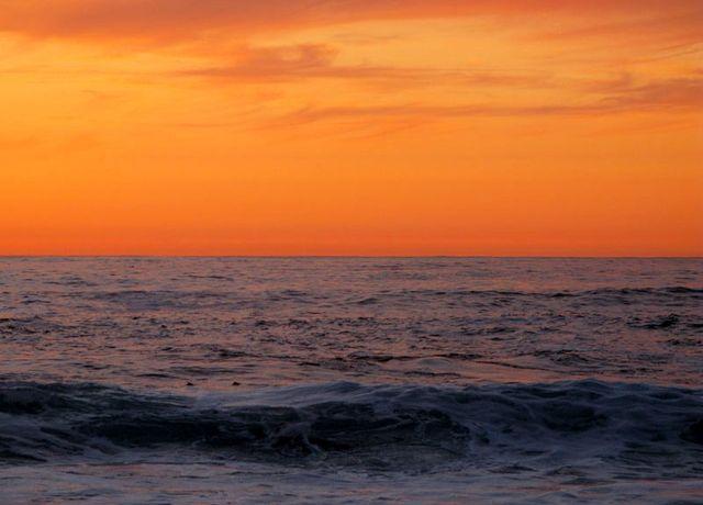 Ocean horizon sunset  by Paul Jimerson via NAAA-Flickr