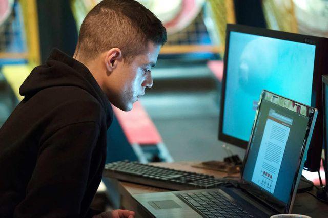 Rami Malek start as hacker Elliot Alderson in Mr. Robot on USA Network