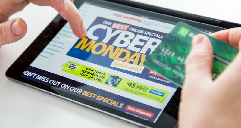Cyber-Monday-Shopping-tablet