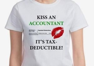 Kiss an accountant T-shirt Cafe Press