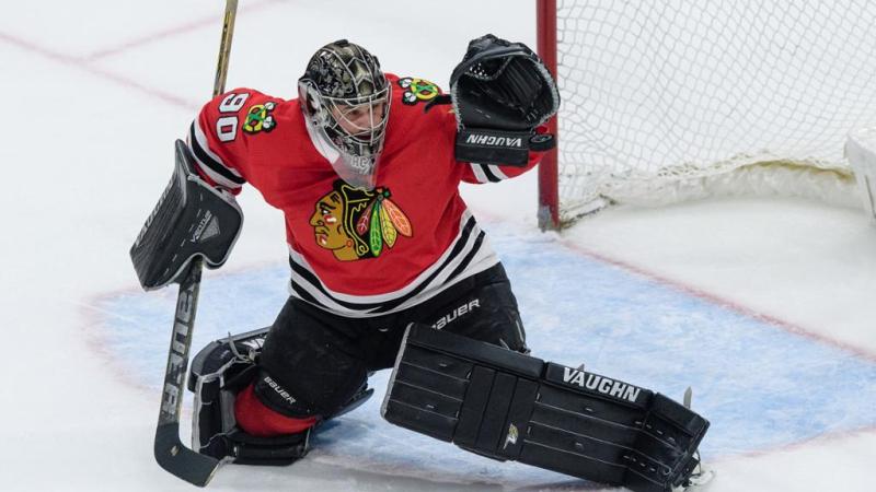 Scott Foster makes save as emergency NHL Chicago Blackhawks goalie 29March2018 via Twitter