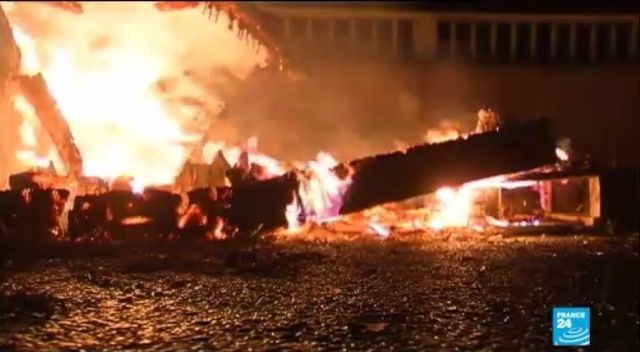 French farmers set fire to Breton tax office in protest Sept2014