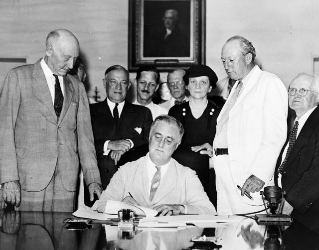FDR_Signing_Social_Security_Act_via_Wikimedia