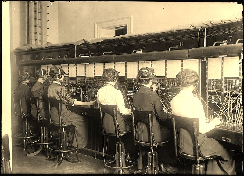 Operators at 1914 telephone exchange_Library of Congress