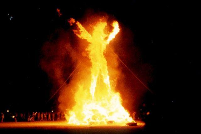 Burning Man 2004 by Aaron Logan via Flickr