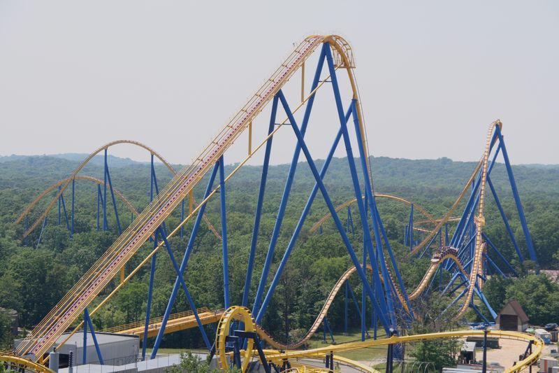Nitro at Six Flags Great Adventure_Bolliger-Mabillard out and back coaster_Dusso Janladde via Wikimedia