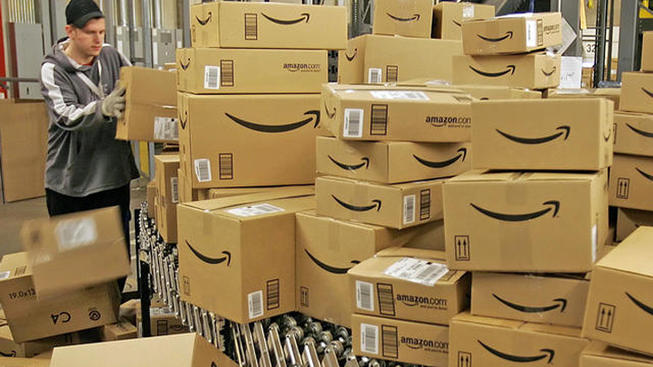 Amazon distribution center worker_more boxes
