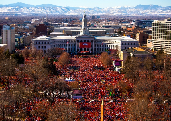 Denver Broncos fans welcome Super Bowl 50 Champs 020916_Enrico C Meyer via Twitter