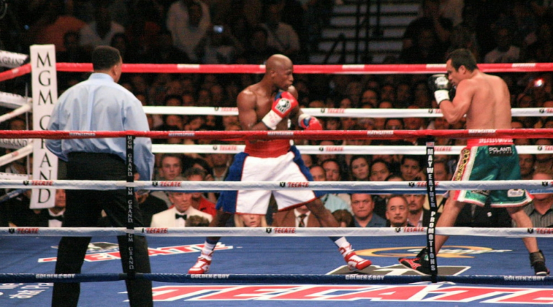 Floyd_Mayweather_Jr_v_Juan_Manuel_Marquez_2009_Ian-McWilliams_Flickr