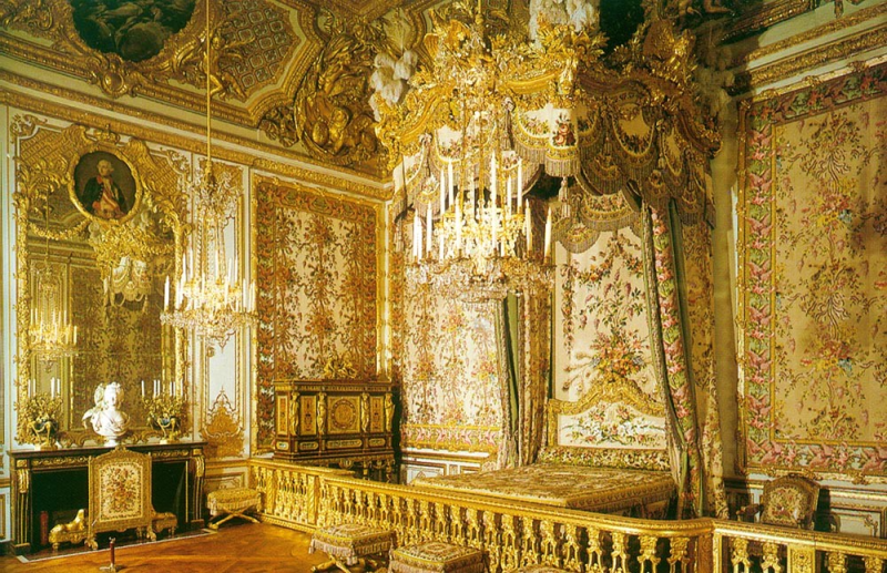 Palace of Versailles_Queens_Chamber_Wikimedia Commons