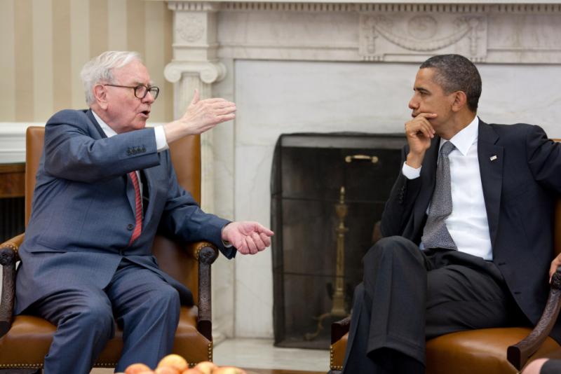 Warren Buffett meets with President Obama July 2011_Pete Souza
