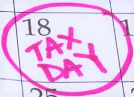 Calendar-with-18th-circled-with-the-words-Tax-Day-in-bright-pink-marker2