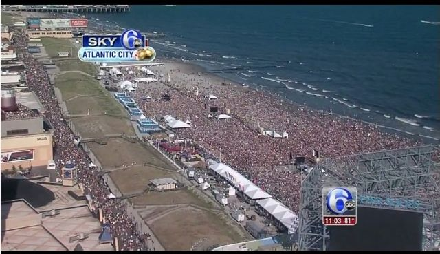 Crowd on Atlantic City beach to see Maroon 5 Aug 16 2015