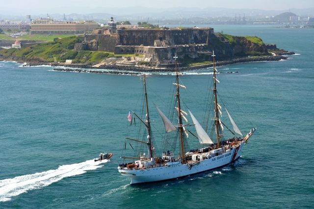 Coast Guard Barque Eagle en route to San Juan Puerto Rico_DVIDS_Wikimedia Commons