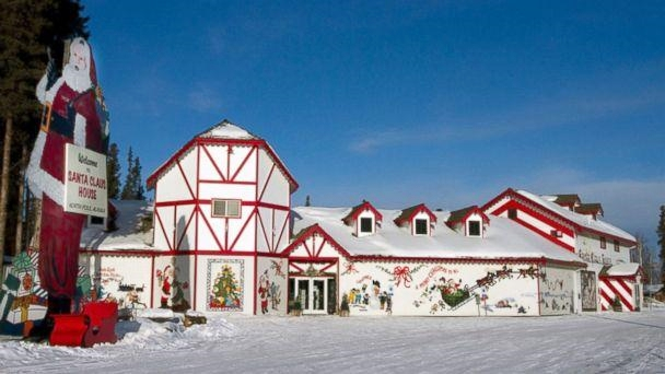 Santa-Claus-House-North-Pole-Alaska-Nicole-Bizinski