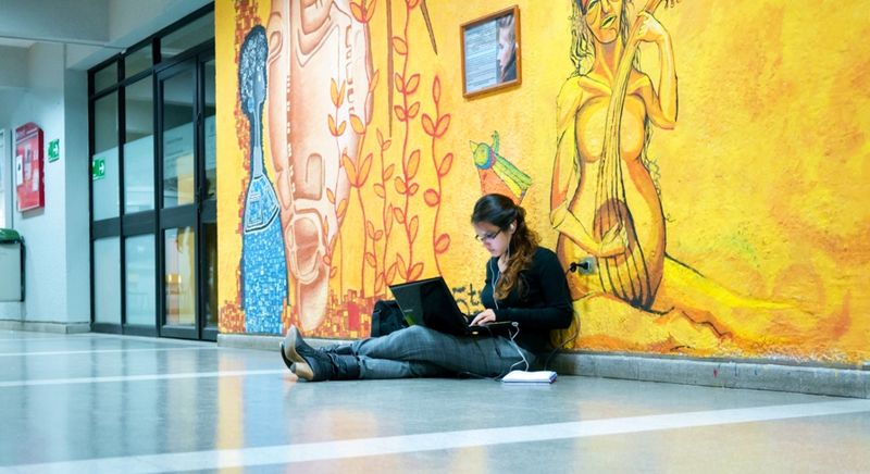 A study break wherever possible_University Life 159 by Francisco Osorio via Flickr