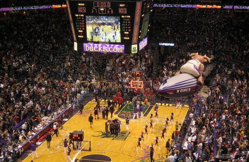 Milwaukee Bucks home opener 2005_Jeramey Jannene via Flickr CC