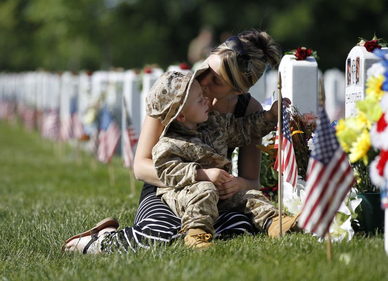 Memorial_Day_Military-Cemetery-Visit-1-1100x800