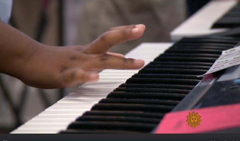 Child participating in music and the brain lesson_CBS Sunday Morning 08-28-16