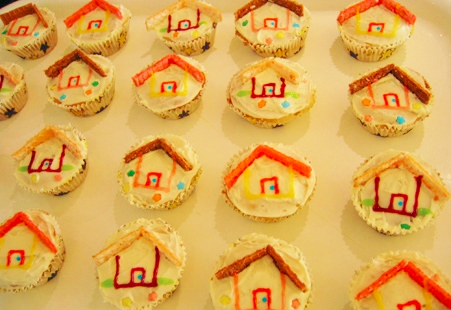 Housewarming cupcakes_Danl Lurle via Flickr