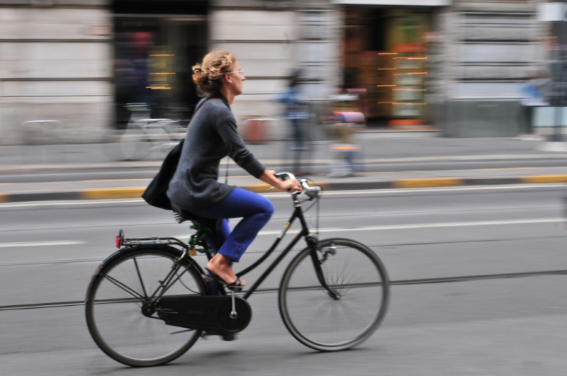 Bicycling woman headed to work by Sunny via Flickr CC