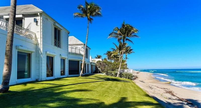 Beachfront_mansion_on_South_Ocean_Blvd_Palm_Beach_Fla_Mar-a-Lago-neighbor_Zillow-cropped