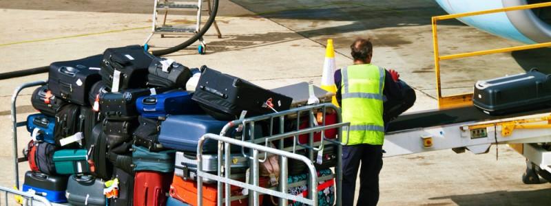 Airline-bags-runway-loading