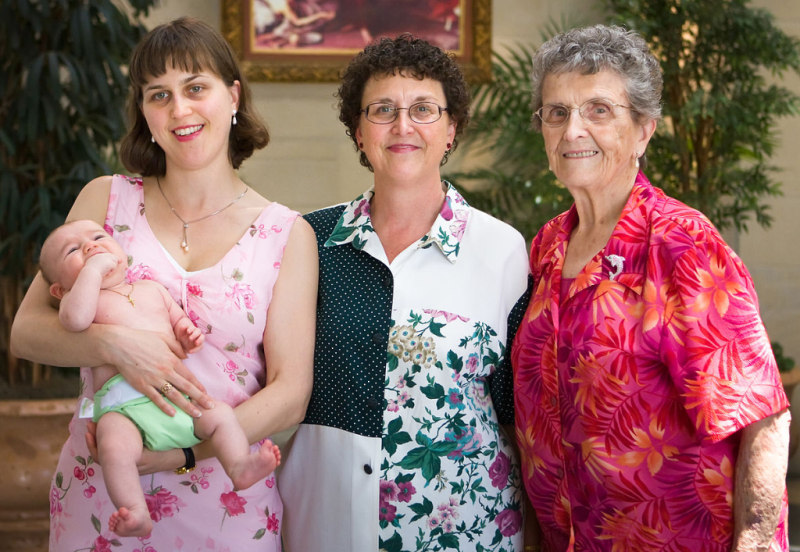 Baby_Mother_Grandmother_GreatGrandmother_by Azoreg_Wikipedia
