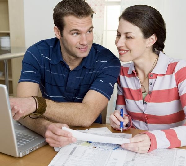 Couple e-filing their taxes together