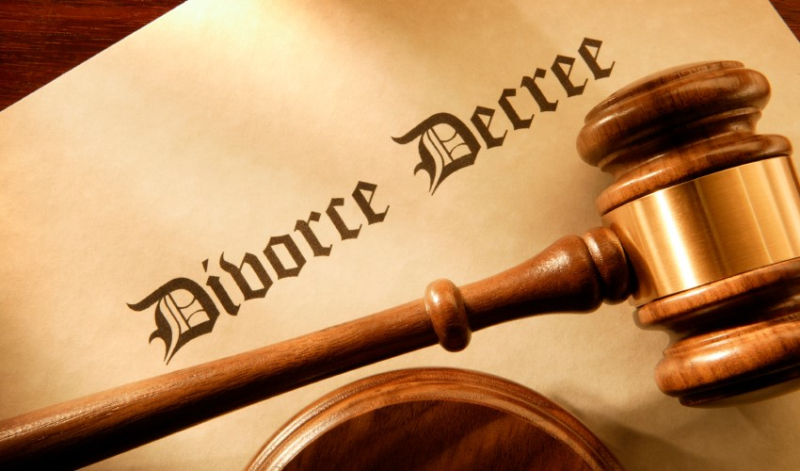 Divorce decree gavel