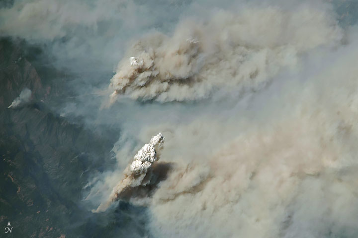 Smoke plumes from California wildfires as seen from space_NASA Earth Observatory Aug 2 2018