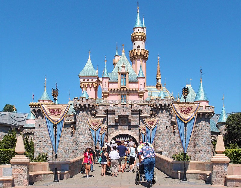 Sleeping_Beauty_Castle_Disneyland_Anaheim_2013_Tuxyso-via-Wikipedia-Commons