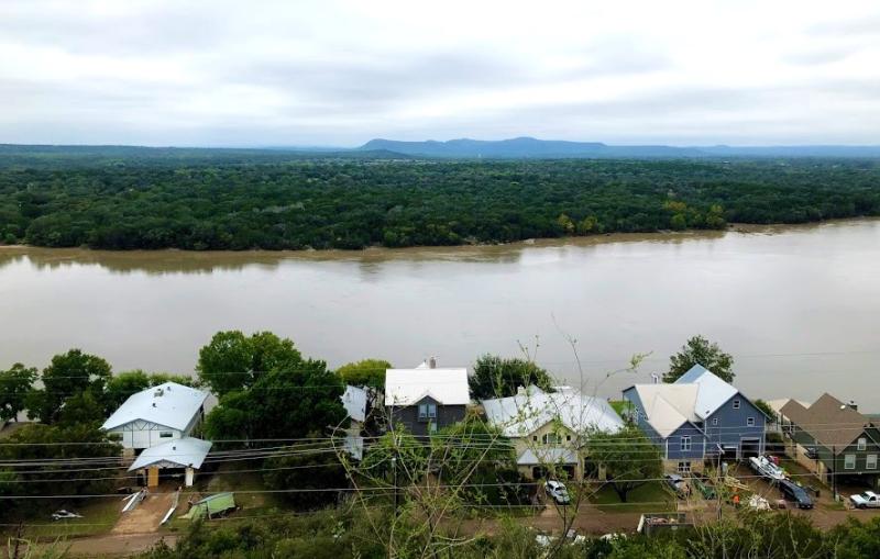 Flood damaged homes along Lake LBJ Oct 18 2018_IMG_1759