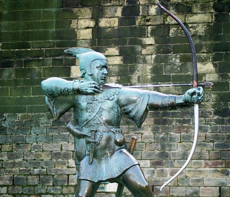 Robin_Hood_Memorial_Nottingham-England_Wikipedia Commons_cropped