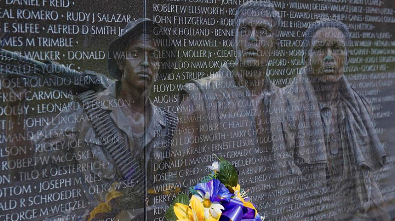 Vietnam War wall-soldiers national memorial