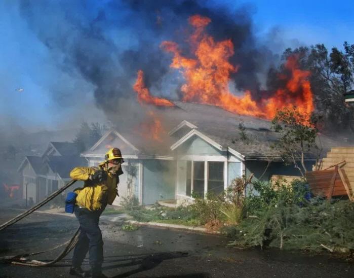 Fire-Home-house-fire-firefighter