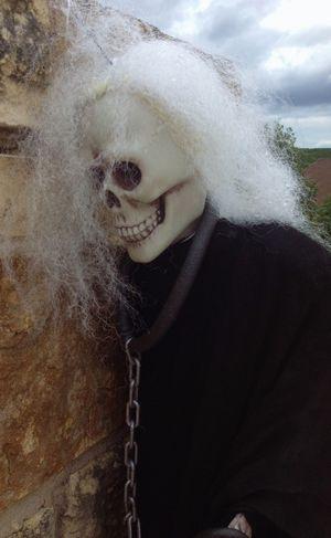 Mailbox skeleton in my neighborhood