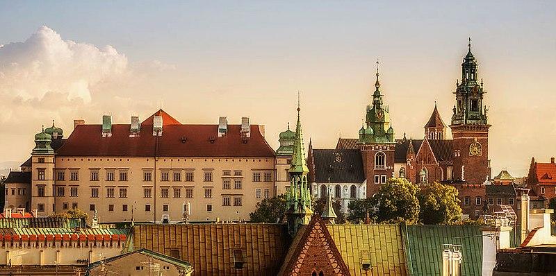 Wawel Castle Poland by Zespol Wzgórza Wawelskiego via Wikipedia